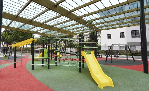 El Ayuntamiento de Bilbao culmina el área infantil de los jardines Eugenio Olabarrieta en Zorrotzaurre