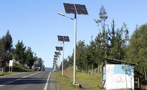El Ayuntamiento de Estepona implanta un sistema pionero de iluminación con luces LED alimentadas con paneles solares