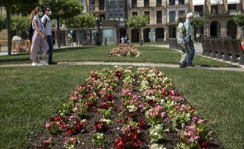 El Ayuntamiento de Pamplona comienza la plantación de parterres de flor de primavera