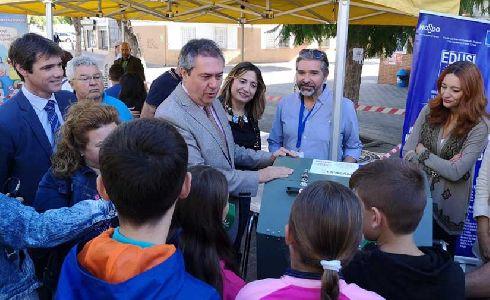 El Ayuntamiento de Sevilla pone en servicio tres nuevos ecopuntos y distribuye 27 compostadoras