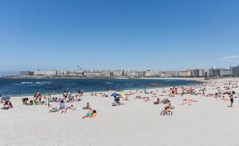 El Concello de A Coruña controlará el acceso a las playas con cámaras y un dispositivo para contar baños