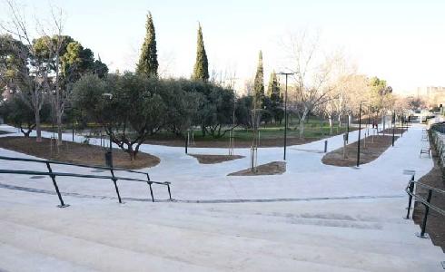 El parque Torre Ramona de Zaragoza mejora sus accesos y renueva mobiliario e iluminación