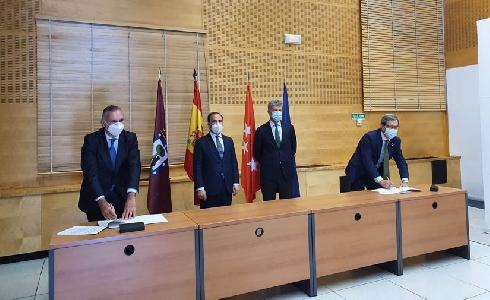 EMT e i-DE suscriben un acuerdo para impulsar la electrificación en la empresa municipal