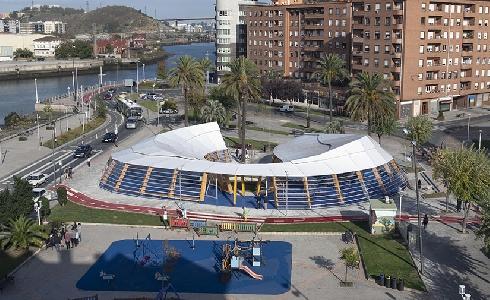 Finalizan las obras del espacio cubierto con juegos infantiles en la Plaza Andalucía de Bilbao
