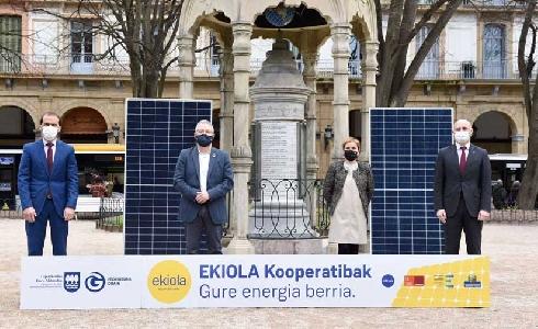 """Gipuzkoa firma un convenio para facilitar la instalación de parques solares llamados """"ekiolas"""" en el territorio histórico"""