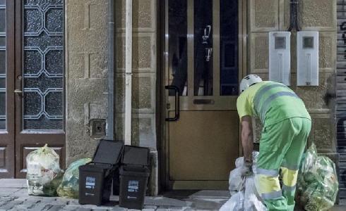 Impulso a la recogida selectiva de residuos en Sant Andreu con el servicio puerta a puerta