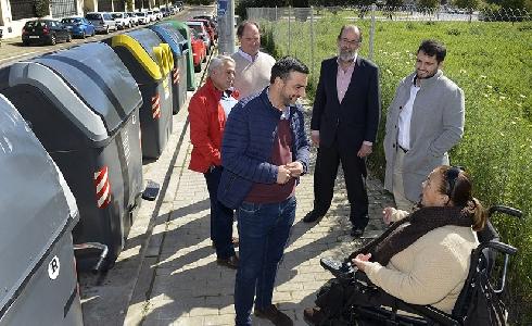 Jerez ya cuenta con los primeros 74 nuevos contenedores accesibles para personas con discapacidad