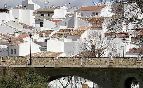 La Diputación de Málaga adjudica por 1,6 millones de euros la mejora del alumbrado de 7.000 farolas en 53 municipios