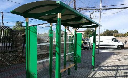 La Junta de Andalucía inicia la instalación de marquesinas de autobuses en 48 municipios