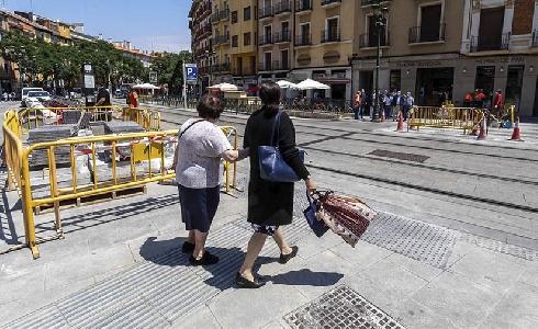 Las mejoras en accesibilidad peatonal de la calle César Augusto de Zaragoza, a punto de finalizar