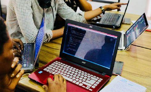 Las Naves celebra el primer hackatón de innovación social y urbana de Valencia 'Col·lab Weekend'