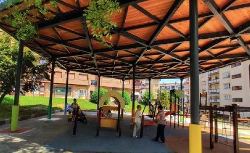Legazpi instala una cubierta verde en el parque infantil de Laubide