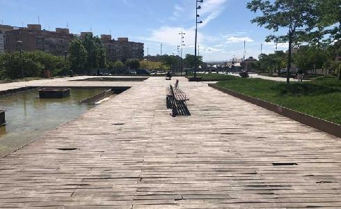 Lleida mejora el pavimento de madera del Parque del Cubrimiento de las Vías