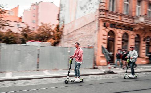 Madrid aboga por equiparar patinetes y bicicletas y por habilitar más carriles conjuntos para ambos vehículos