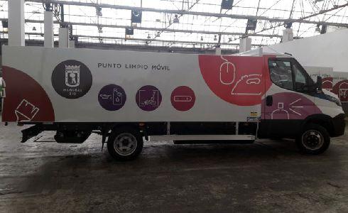 Madrid renueva los puntos limpios móviles con diez camiones ecológicos