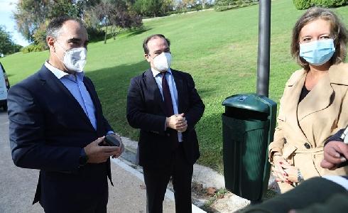 Madrid sustituye 23.000 papeleras de sus zonas verdes