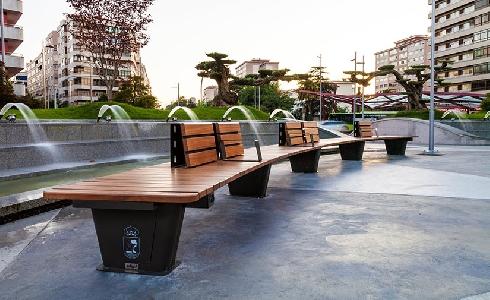 Mobiliario urbano Edigal en la nueva Plaza América de Vigo