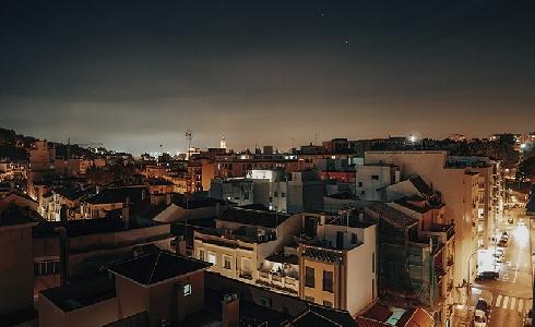 No se reduce la contaminación lumínica poniendo más luces
