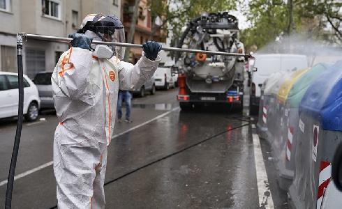 Nuevos equipos de limpieza para desinfectar los contenedores de residuos: Barcelona refuerza el servicio