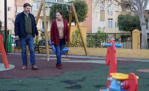 Nuevos suelos de caucho en los parques de Mijas