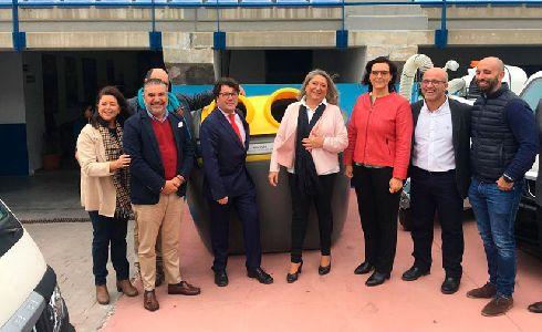 Presentados los nuevos contenedores y vehículos para el servicio de recogida de residuos y limpieza de Almuñécar