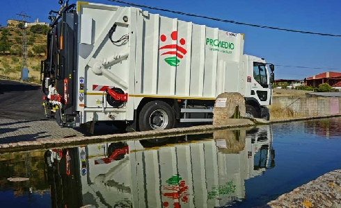 Promedio licita cinco camiones de recogida de residuos por un millón de euros