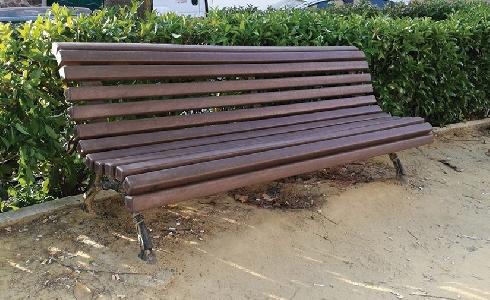 Renovación de mobiliario urbano con plástico reciclado