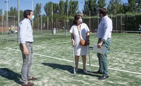 Renovado el césped artificial de las pistas de tenis del polideportivo municipal Carlos Ruiz de Pozuelo de Alarcón en Madrid