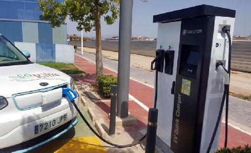Riba-roja pone en marcha el primer punto de carga rápida para vehículos eléctricos