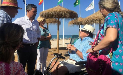 Rota mejora el acceso a la playa en Costa Ballena con el nuevo módulo de playa de accesibilidad