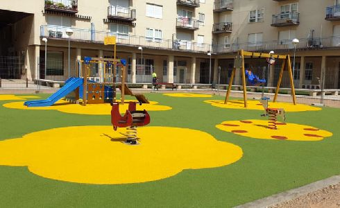 Salamanca reforma la zona de juegos infantiles de la Plaza Diego Hurtado de Mendoza para ganar en accesibilidad y seguridad
