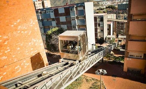 Se inauguran las nuevas escaleras mecánicas de la calle Virgen de los Ángeles, en el barrio de la Teixonera en Barcelona