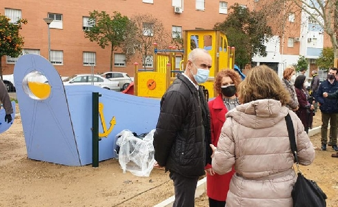 Sevilla construye un nuevo parque infantil en la calle Japón dentro de un plan de inversión de 1,5 millones de euros