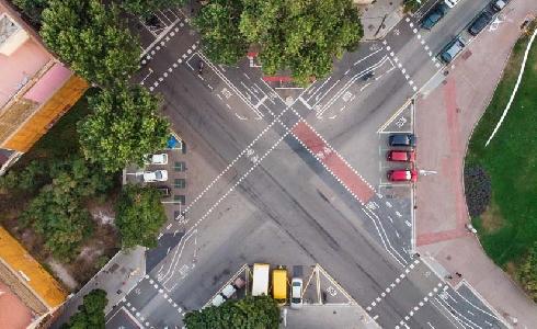 El Área Metropolitana de Barcelona mejorarará la integración de la C-245 y construirá un carril bus y una vía ciclista