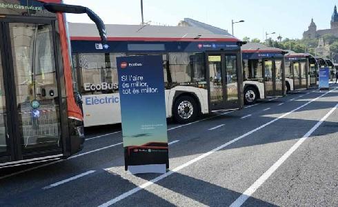 TMB acelerara la renovación y descarbonización de la flota con 210 autobuses eléctricos e híbridos
