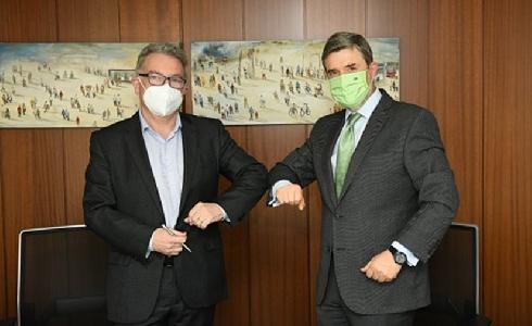 TMB e Iberdrola firman el contrato para la primera planta de hidrógeno de uso público de España