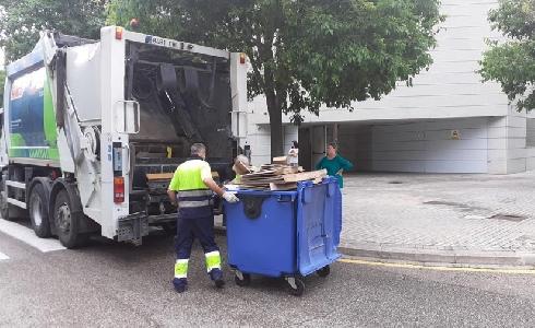 Valencia aumenta los contenedores azules de reciclaje y la recogida de papel y cartón crece un 21,6%