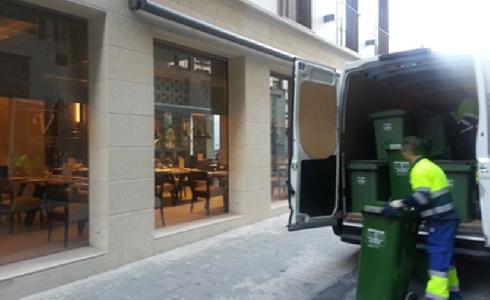 Valencia prepara el servicio puerta a puerta de recogida de cartón, residuos y vidrio en comercios y hostelería