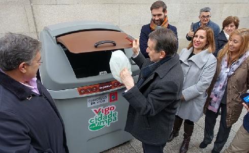 Vigo presenta los contenedores para una prueba piloto de recogida de materia orgánica