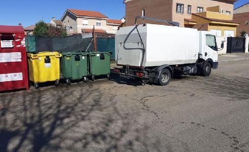 Villanueva de la Torre adjudica el contrato de limpieza viaria y zonas verdes del municipio