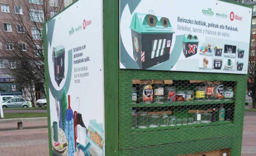 Tótems informativos y nuevas papeleras de reciclaje en Bilbao