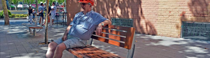 Alcorcón cuenta con 10 bancos más y con otros 30 modificados para que quepan más personas sentadas