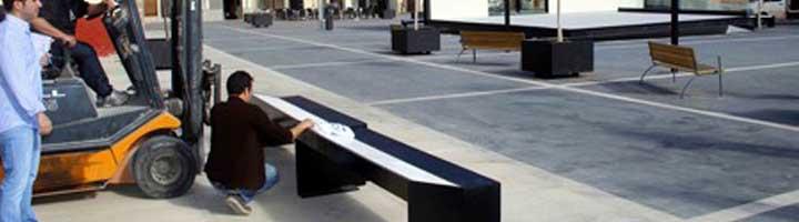 Onda instala en el Raval los bancos cerámicos ganadores del I Certamen de Mobiliario Urbano