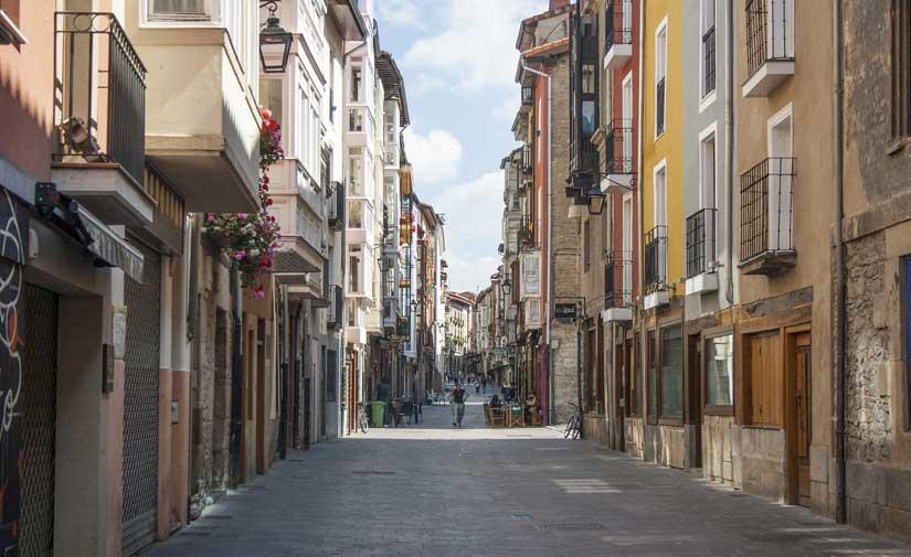 Un estudio analizará las necesidades sociales, económicas, urbanísticas y ambientales del Casco Histórico de Vitoria