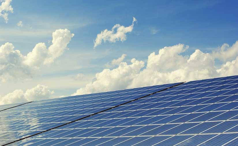 Primer punto de recarga para vehículos eléctricos con energía solar en una estación de servicio de Huércal de Almería