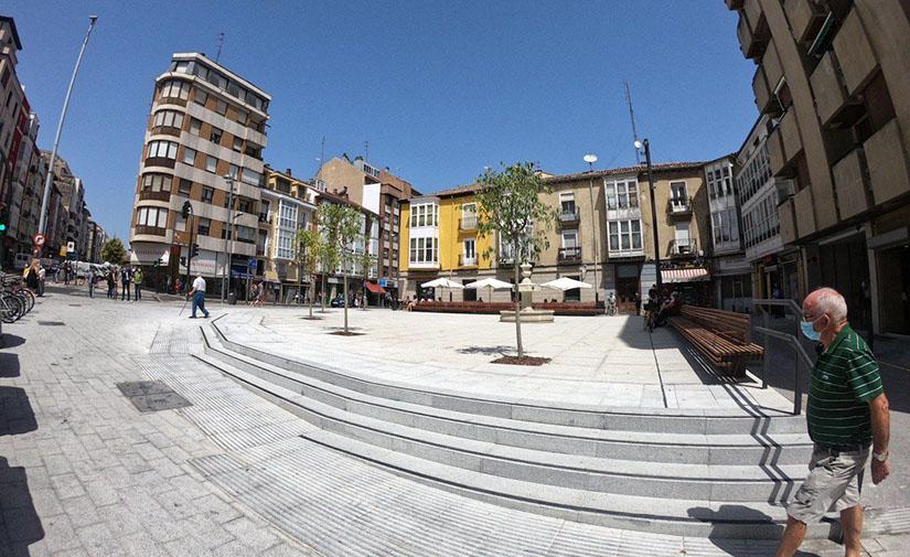Vitoria-Gasteiz inaugura la nueva plaza del Hospital, más moderna y accesible