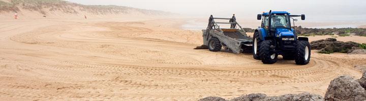 El Gobierno de Cantabria comienza la limpieza de 25 playas rurales