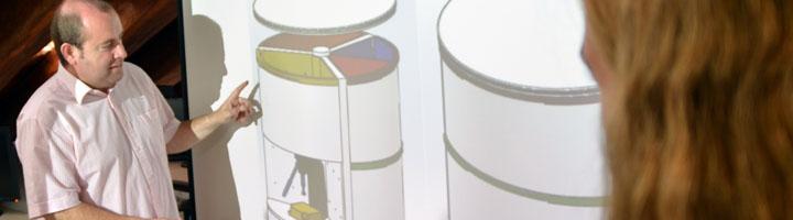 Investigadores de la UPCT idean una papelera de reciclaje para casa que ahorra espacio