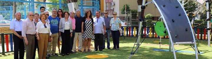 Sevilla instala un parque infantil en la Barriada de la Dársena de Triana con juegos adaptados a niños y niñas con diversidad funcional