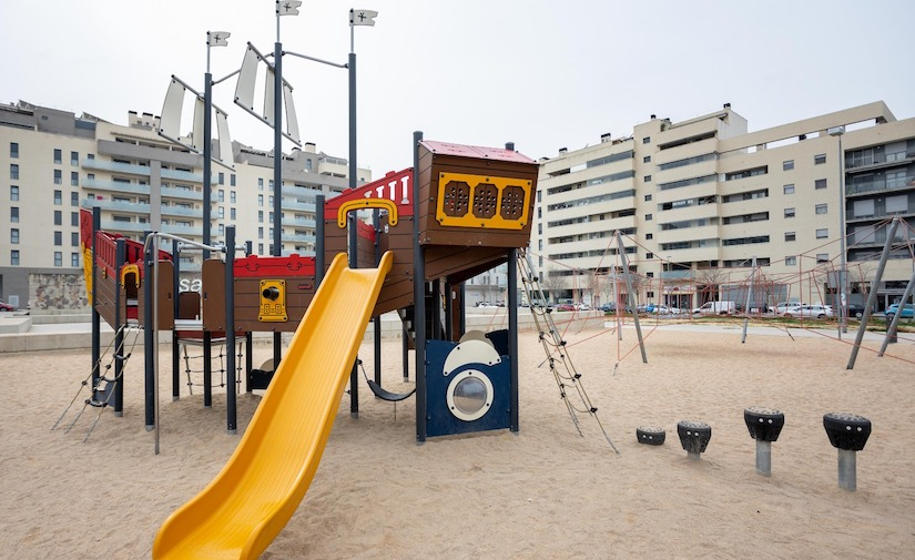 Zaragoza estrena 13 zonas de juegos infantiles renovadas